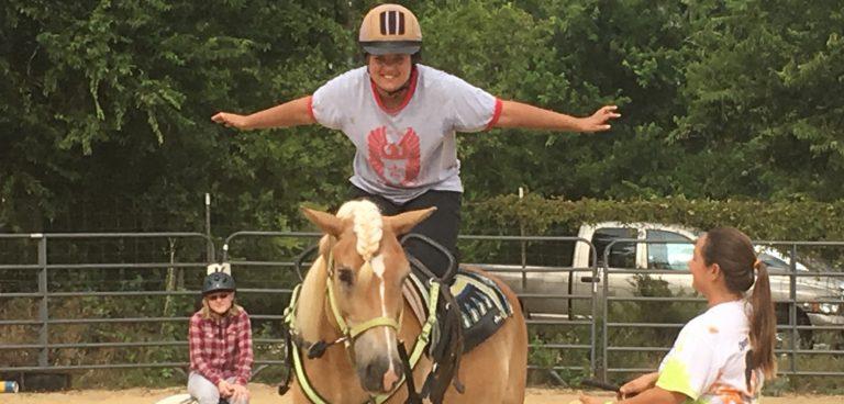 Vaulting - Student kneeling on horse